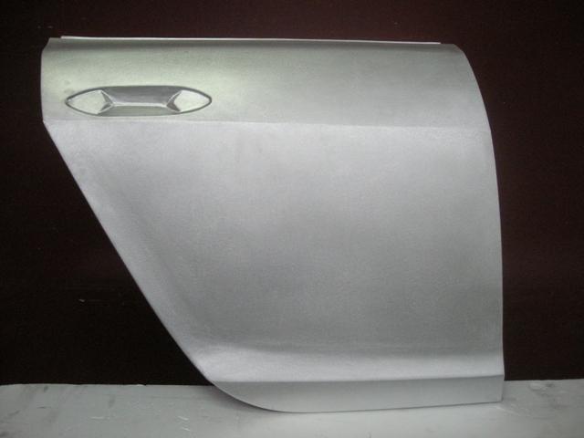 Prototipo porta posteriore battitura manuale